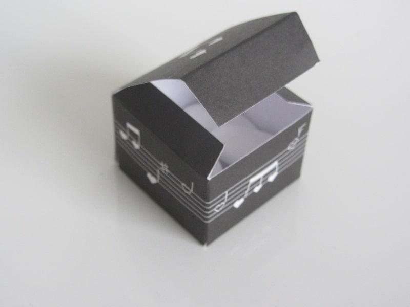 boite drag es musique noir la boite drag es. Black Bedroom Furniture Sets. Home Design Ideas