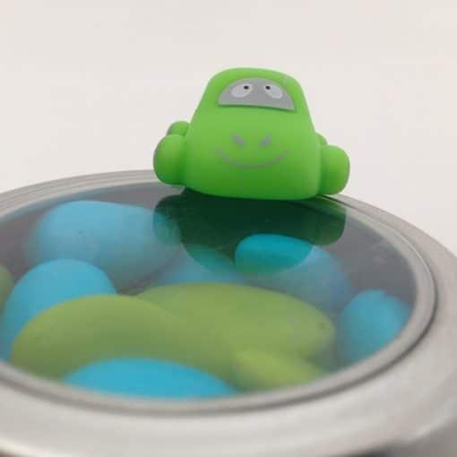 Dragées baptême garçon - Voiture aimantée vert anis sur boite métallique