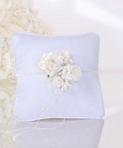 couusin-porte-alliances fleurs blanches