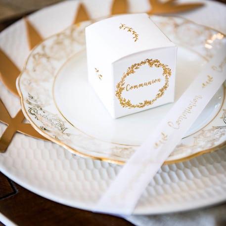 Boite dragées communion blanc et or