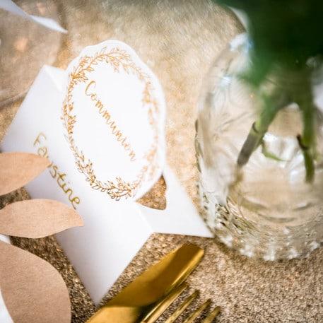 marque place communion blanc et or