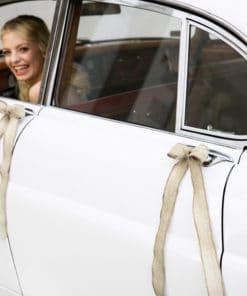 Décoration voiture mariage champêtre jute