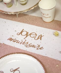 sur chemin de table rose gold
