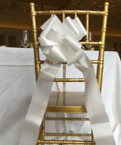 nœud blanc chaise